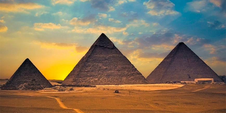 Viaje a las pirámides de Guiza (exterior e interior)