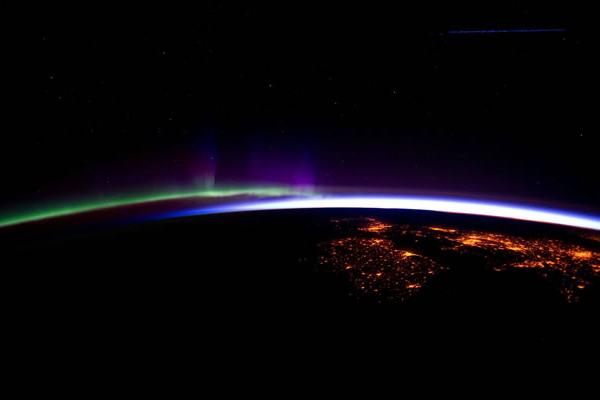 Sonda de la NASA detecta aurora boreal y nube de polvo en Marte