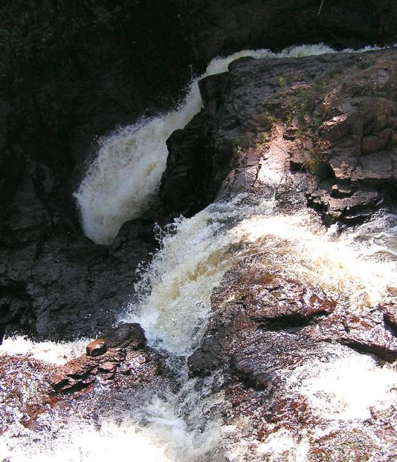 """Las cascadas del """"Caldero del Diablo"""" y el misterio de sus aguas a ninguna parte (desconocido)"""