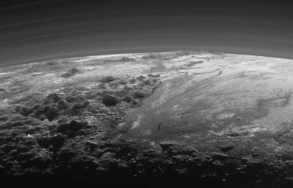 La NASA publica nuevas fotos de Plutón y sus espectaculares montañas de hielo