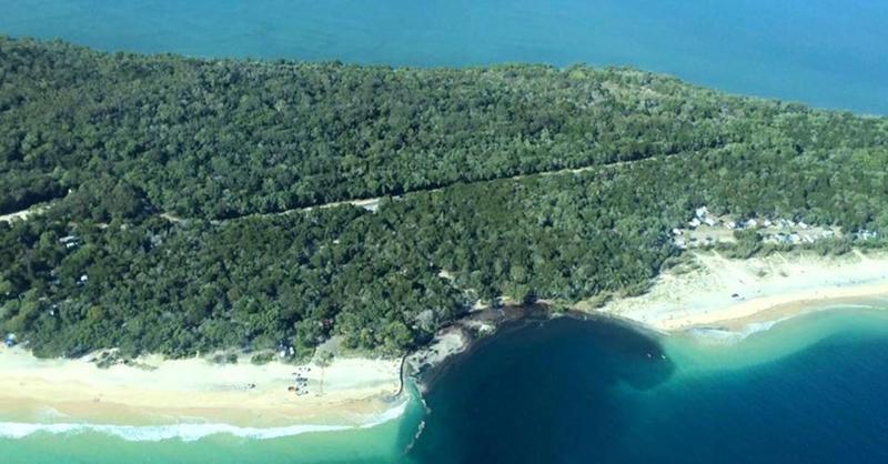 Un agujero en el mar se traga una playa de una isla australiana